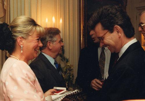 Liz Mohn und im Hintergrund Kurt Biedenkopf